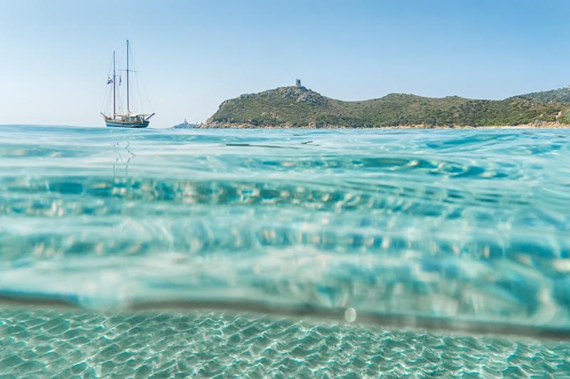 L'acqua cristallina nella spiaggia di Porto Giunco